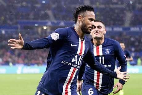 Neymar comemora o gol da vitória do PSG sobre o Lyon