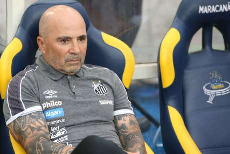Sampaoli se mostrou tranquilo após derrota por 3 a 0 na Vila Belmiro (Foto: João Carlos Gomes/MyPhoto Press)