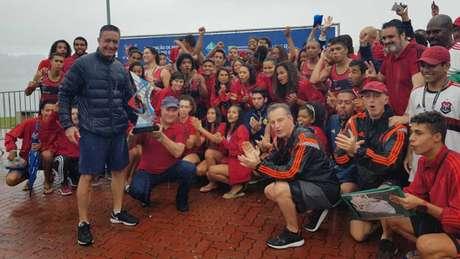 Flamengo comemora a conquista da quarta etapa do Campeonato Carioca (Foto: Divulgação)