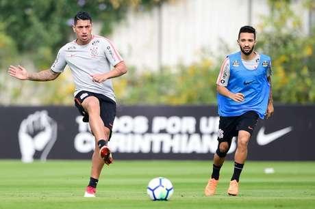 Ralf e Clayson serão titulares do Corinthians na quarta-feira (Foto: Fernando Dantas/Gazeta Press)