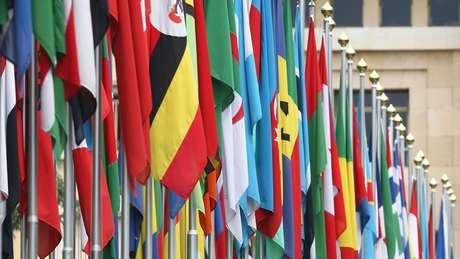 ONU inclui 193 países que são membros efetivos e dois Estados não-membros - a Santa Sé (área sob a jurisdição do papa) e a Palestina