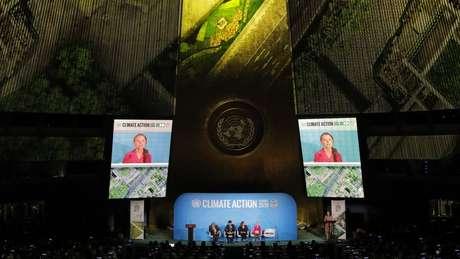 A ativista de 16 anos Greta Thunberg discursou na cúpula sobre meio ambiente na ONU, na véspera de encontro da Assembleia Geral