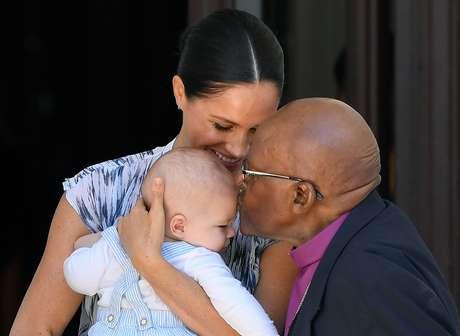 Meghan e Archie visitam o arcebispo sul-africano Desmond Tutu na Cidade do Cabo 25/09/2019 REUTERS/Toby Melville/Pool