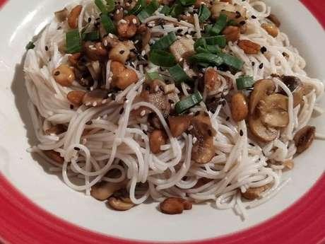 Macarrão de arroz com cogumelos