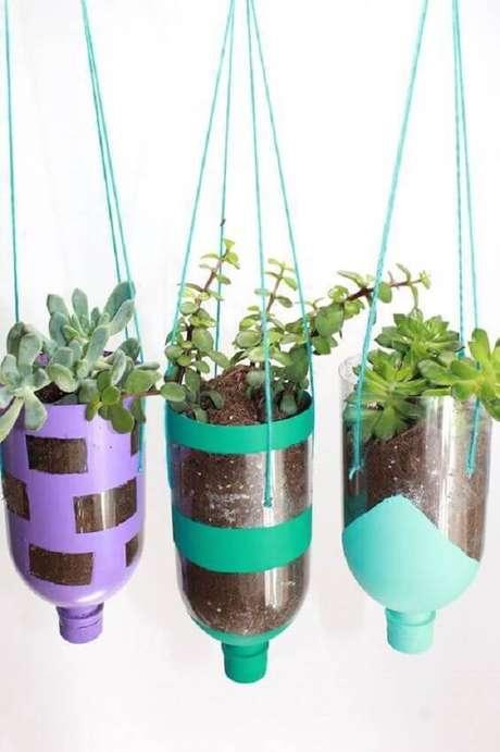 17. Artesanato com garrafasdecoradas para horta