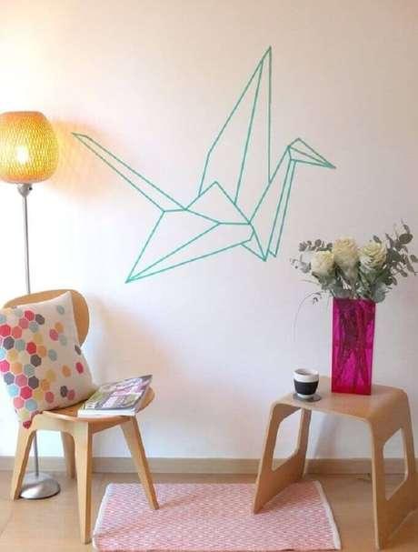 9. A decoração com fita isolante colorida é perfeita para ambientes com decoração clean – Foto: Be Frenchie