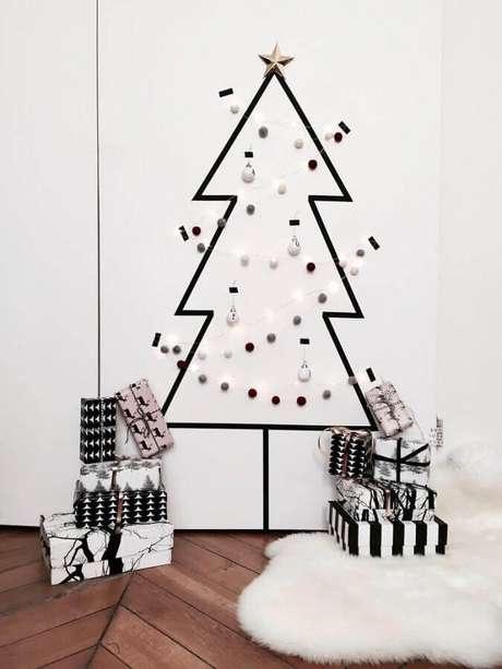 19. Invista na decoração com fita isolante para festas de final de ano – Foto: Pinterest