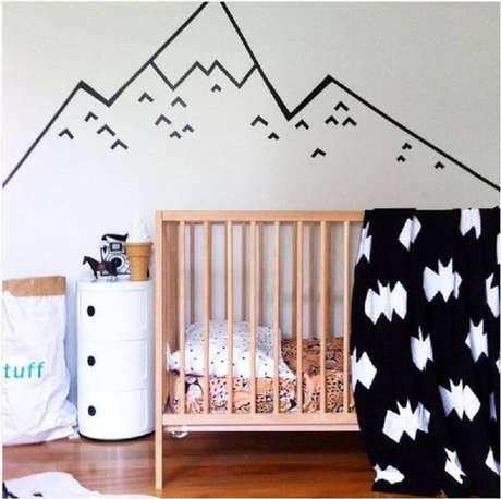 20. Decoração de parede com fita isolante para quarto de bebê moderno – Foto: Casa e Festa