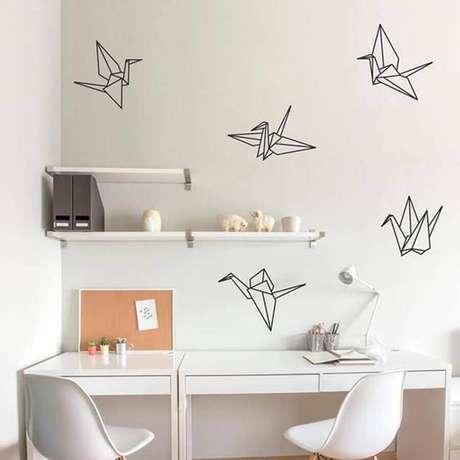 28. Delicada decoração com fita isolante preta para home office todo branco – Foto: We Heart It