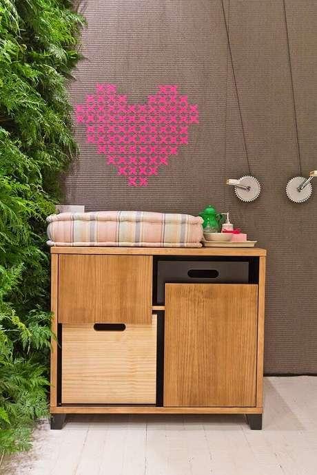 36. Para colocar um toque a mais de cor no ambiente invista na decoração com fita isolante colorida – Foto: Reciclar e Decorar