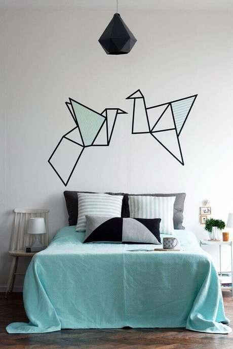 42. Decoração de quarto simples com fita isolante – Foto: Archzine