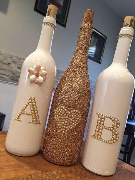 44. As garrafas decoradas podem ter muitos designs. Foto: Casamento.biz