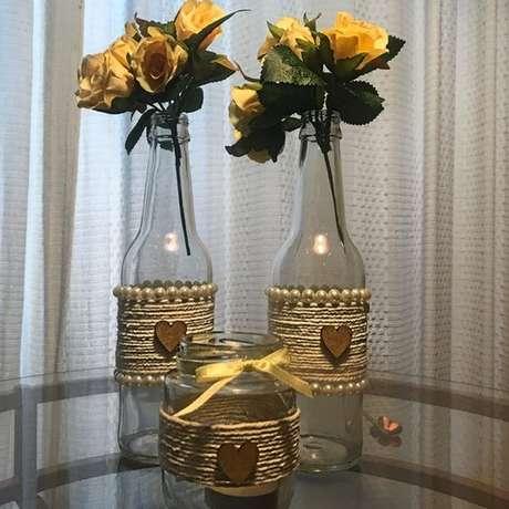 37. É muito simples fazer garrafas decoradas. Foto: Elo7