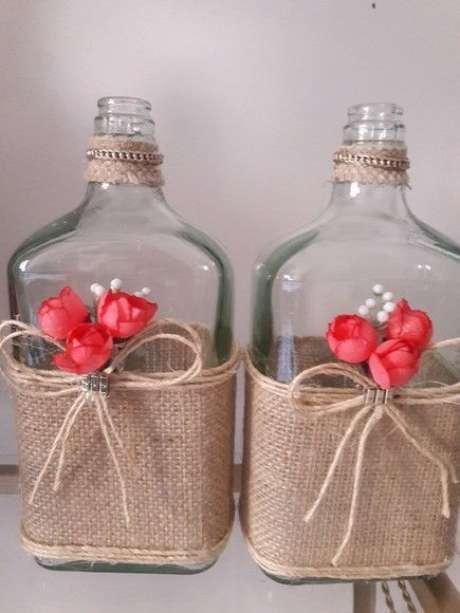 42. Garrafas decoradas de whisky são muito interessantes. Foto: Elo7