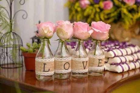 10. Garrafas decoradas com renda para casamento.