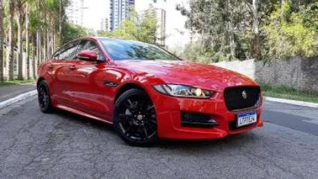 Versão R-Design do novo Jaguar XE, que ficou mais potente.