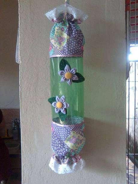 21. Puxa saco feito com garrafas decoradas.