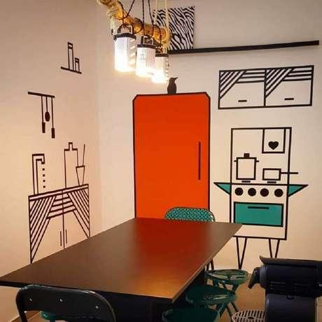 56. Sala de jantar moderna com decoração com fita isolante – Foto: Cozinha do Campo Belo
