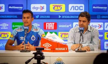 Henrique está entre os jogadores que mais vestiram a camisa celeste- (Vinnicius Silva/Cruzeiro)