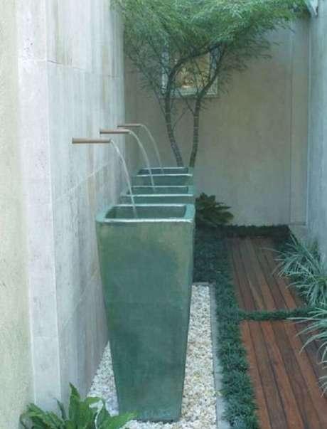 34. A grama preta é excelente para compor pequenos espaços. Fonte: Pinterest