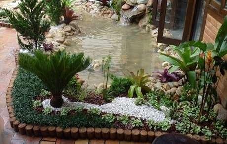 54. A grama do tipo preta foi plantada em um pedaço do jardim de inverno. Fonte: Pinterest