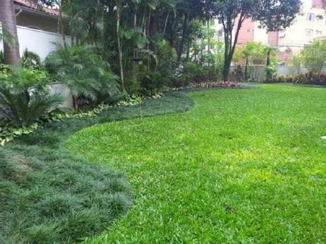 10. A grama preta foi utilizada para o acabamento do jardim. Fonte: Clique Arquitetura