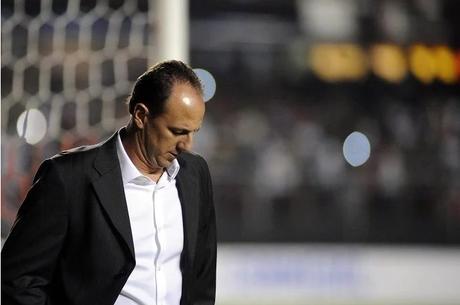 Rogério Ceni pode deixar o comando do Cruzeiro