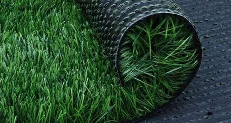 4. Ouse ainda mais nos projetos de paisagismo e inclua grama sintética preta. Fonte: Playgrama