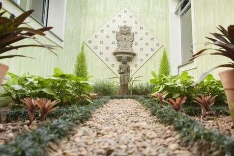 64. Cantinho especial da casa com jardim planejado. Fonte: Pinterest