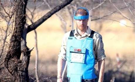 Príncipe Harry, também conhecido como Duque de Sussex, em campo de minas terrestres da Angola.