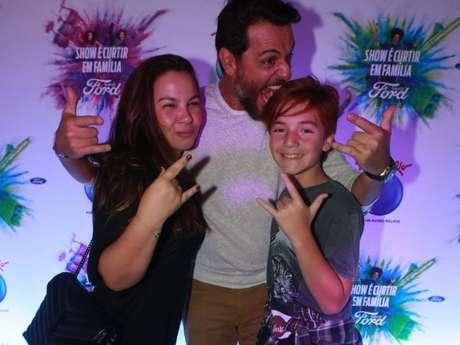 Rodrigo Lombardi fez pose divertida com o filho Rafael, de 11 anos