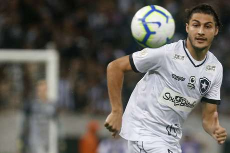 Marcinho servirá a Seleção principal pela primeira vez (Foto: Vitor Silva/Botafogo)