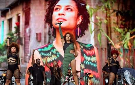 A cantora Lellê se apresenta no palco Sunset no primeiro dia do Rock in Rio 2019 e faz homenagem a Marielle e Ágatha