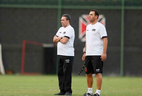 Luxemburgo esboçou o time que vai enfrentar o Corinthians (Foto: Rafael Ribeiro/Vasco)