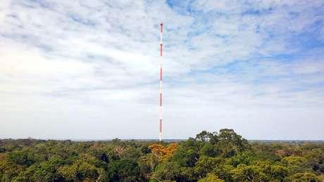 The Amazon Tall Tower (ATTO), torre de mediação atmosférica em Manaus utilizada pelos cientistas do projeto GoAmazon