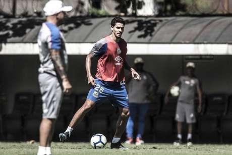 Lucas Veríssimo impressiona Sampaoli no Santos (Ivan Storti/SFC)