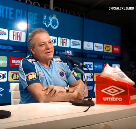 Abel Braga foi apresentado neste sábado (Foto: Reprodução/Cruzeiro)