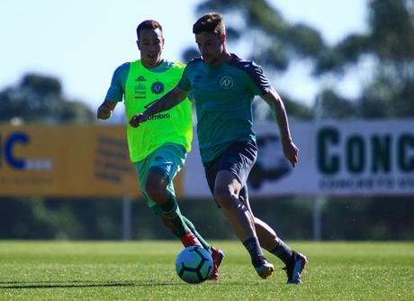 Chapecoense precisa vencer para sair da lanterna do Brasileirão (Foto: Márcio Cunha/ACF)