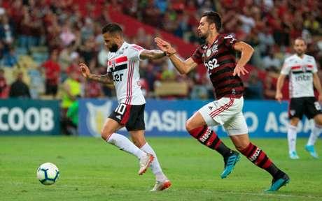 Daniel Alves e Hernanes comentam sobre Mancini (Foto: Marcelo Goncalves/Photo Premium)