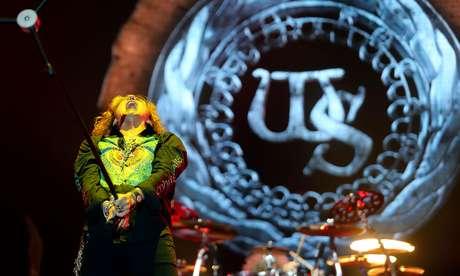 Whitesnake empolgou público com hard rock romântico e refrões com coros da plateia
