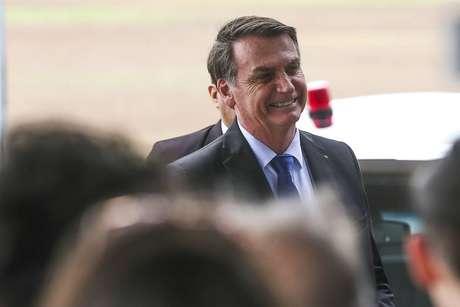 O presidente Jair Bolsonaro falou com 'Estado' na entrada do Palácio da Alvorada