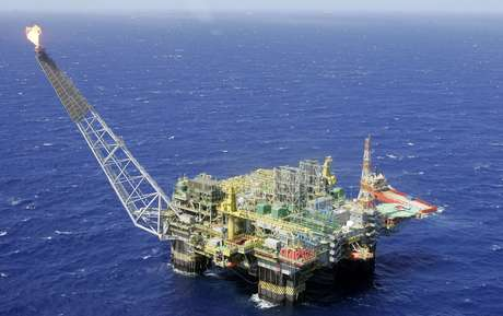 Plataforma de petróleo na Bacia de Campos, RJ  28/11/2007 REUTERS/Bruno Domingos