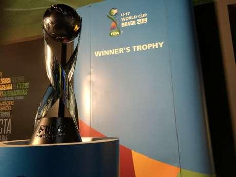 Taça do Mundial Sub-17 está exposta no Museu da Seleção Brasileira, no Rio de Janeiro (Foto:Fernando Torres / CBF)