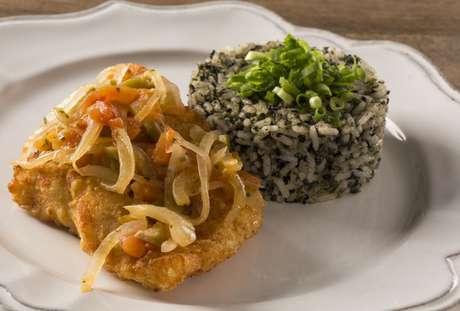 Arroz de cuxá com peixe frito: prato típico maranhense