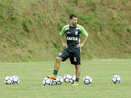 Leandro Donizete deve voltar ao Santos em novembro (Foto: Mourão Panda/América)