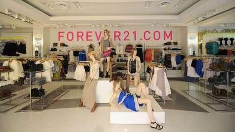 Um dos fatores que levaram à queda da Forever 21 é o crescimento das vendas online