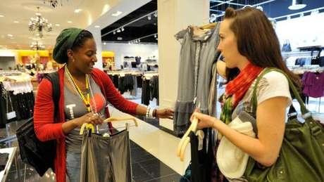 Modelo de venda de roupas quase descartáveis também é visto como um fator negativo para a Forever 21