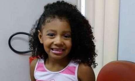 Agatha Vitória Sales Félix, de 8 anos, morreu após ser baleada no Complexo do Alemão, na zona norte do Rio de Janeiro; velório foi neste domingo