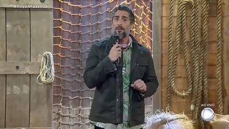 Marcos Mion anunciou ao vivo que um novo peão vai entrar em 'A Fazenda' após expulsão dePhellipe Haagensen.