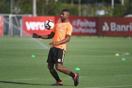 Emerson Santos tem amargado a reserva do Inter (Foto: Ricardo Duarte/SCI)